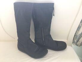 Women's black leather Clarks boots size 5.5 D