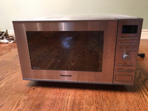 Panasonic Mid-size Inverter Microwave / Convection Oven NN-CF781