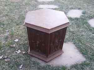Crafted commode table with 2 curved doors