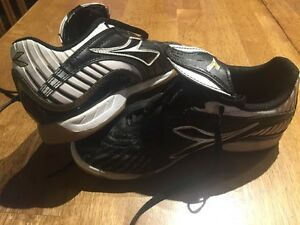 Indoor soccer shoes -size 3 youth