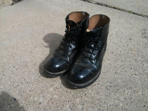 Like new steel toed boots men size 7 or women size 9