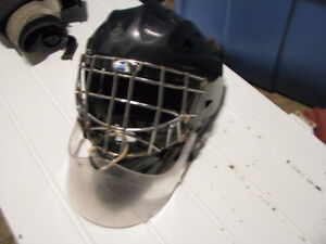 Full goalie gear for sale, used by a 5'9'' tender Peterborough Peterborough Area image 1