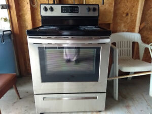 BRAND NEW FRIGIDAIRE STOVE-Stainless Steel
