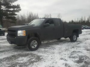 2009 CHEVROLET 2500 HD !! THE BEAST FROM THE EAST !!