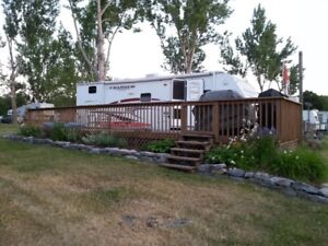 30 Ft Travel Trailer w Bunk House & large Tip Out - sleeps 8+