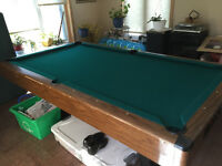 4x8 Pool Table with Ping Pong Top & more / Table au billard.