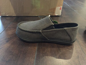 NEW Crocs Boys Canvas shoes size c10/11
