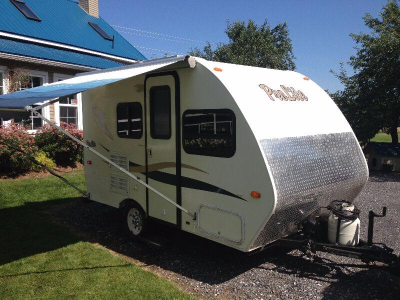 roulotte prolite location au mois seulement 1500 mois caravanes classiques saint jean. Black Bedroom Furniture Sets. Home Design Ideas