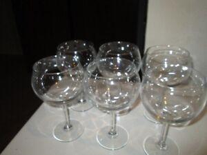 Red wine glasses (SIX)