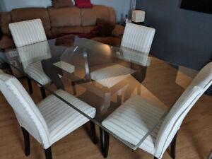"""Table en verre trempé de 1"""" d'épaisseur de grandeur 4' par 6'"""