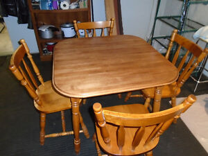Solid Maple Dinning Room Table And Chairs