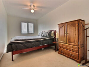 Room for rent in townhouse by General/RGN/CHEO/Nursing School