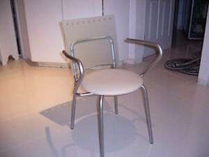 BEVELLED GLASS DINING TABLE AND CHAIRS West Island Greater Montréal image 2