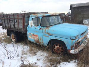 1960  GMC ,  C 930, 1 ton box and hoist, 6 cyl,