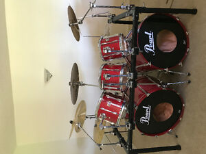 Amazing condition pearl drum set with like new paiste cymbol set