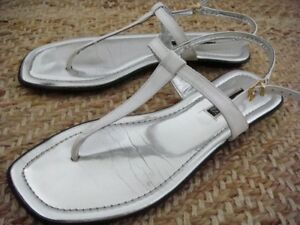 Brand NEW Anne Klein White Leather Flat T-Strap Sandals Size 8