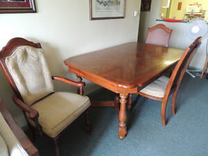 SOLID OAK DINING TABLE/6 CHAIRS