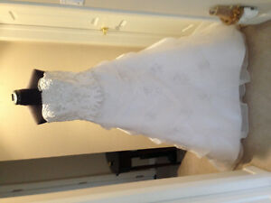 WEDDING GOWN MUST SEE MUST SELL MOVING