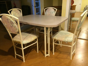Dining Table with 4 chairs Kitchener / Waterloo Kitchener Area image 2