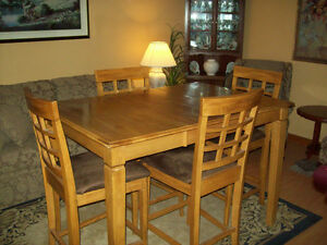 Counter Height Table and Chairs. Almost New.