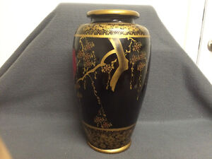 Collectible Antique Beautiful Japanese Made Vase London Ontario image 2