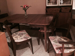 Expandable Dining table & chairs St. John's Newfoundland image 1
