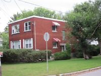 $1,200.00 2 Br Apartment Westboro Immaculate Duplex