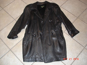 DANIER 3/4 LENGTH LEATHER COAT - SIZE SMALL