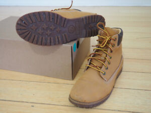*Size 8* Gently Used Women's Timberland Boots