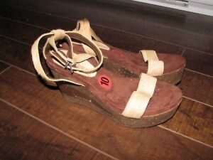 LAOCOONTE Women's Brown Platform Shoes - Size 10 - Brand New.