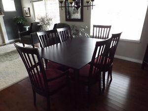 Solid wood Dining Table, 4 side chairs - 2 Arm Chairs and leaf