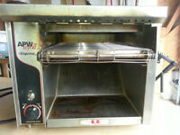 Wyott Conveyor Toaster for cafe and commercial kitchen