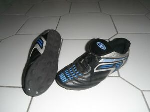 big sz 5 soccer shoes NEW