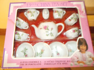 Lovely Vintage 13 PC Child's Tea Set-New in Box   Pick up Near P