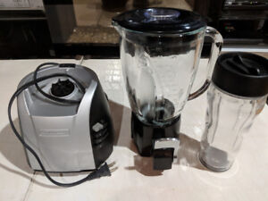 Blender with smoothie tap