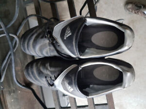 Adidas Soccer Shoes. Mens size 11