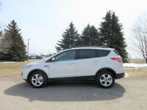 2014 Ford Escape SE w/ NAVIGATION & 4 NEW TIRES!!  $62 per week