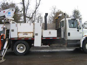 2004 International Boomtruck with Auger