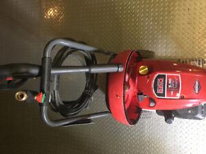 Machine à pression à eau