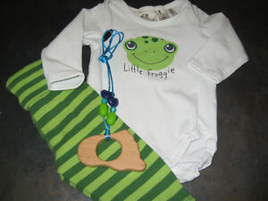 Boy's 2/4 months (H&M) 2pcs outfit and chewlery