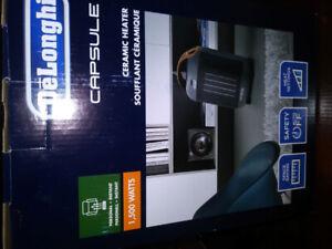 NEW!!! Delonghi Capsule Compact Ceramic Heater, Gray