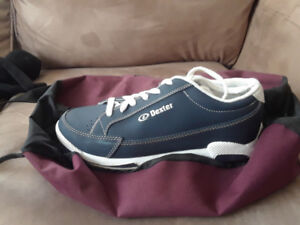 womans bowling shoes and bag