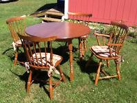 Table et chaises VILAS (bois franc)
