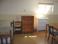 bedroom with private bathroom & kitchenette 5 min drive to VIU