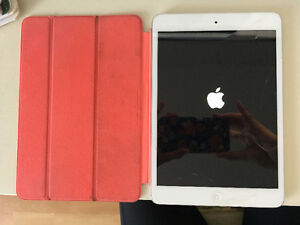 iPad Mini, magnetic stand and Herschel carrier