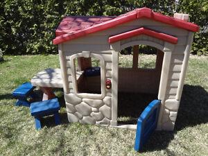 Maisonnette pique-nique dans le jardin Little Tikes