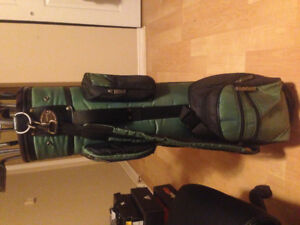 Spalding golf bag with full set of random clubs