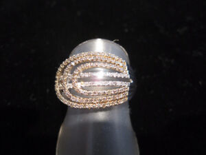NEW DIAMOND RING WITH 2 DIAMOND COLOURS - AFFORDABLE SPARKLE!
