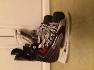 Like new Bauer Vapor X 50 hockey skates size 8 mens