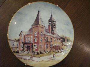 FOR SALE:  COLLECTOR PLATE BLENHEIM OLD TOWN HALL